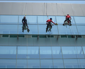 jasa pembersih kaca gedung4