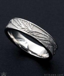 cincin tuangan palladium pria dengan motif relief ranting pohon